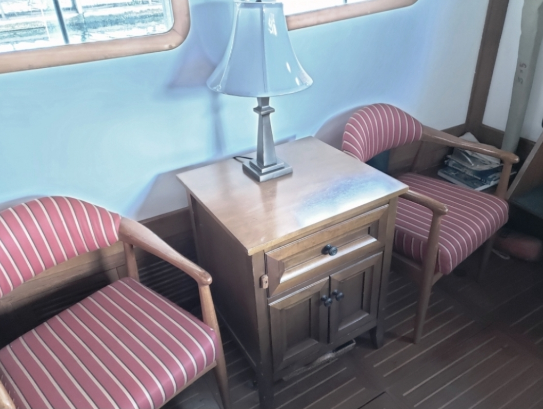 saloonchairs.jpg